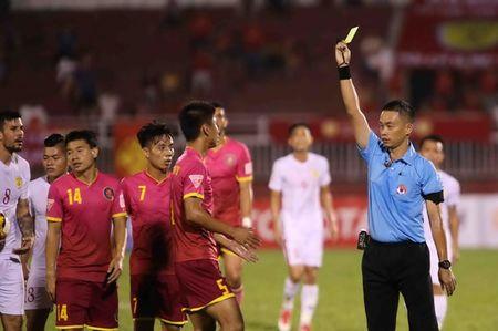 HLV Duc Thang cua Sai Gon FC che trong tai - Anh 1