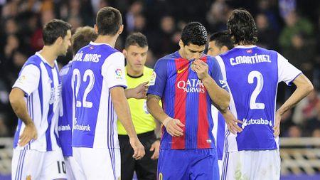 03h15 ngay 20/01, Real Sociedad vs Barcelona: Ga khong lo pha bo 'loi nguyen'? - Anh 1