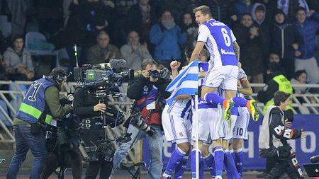 03h15 ngay 20/01, Real Sociedad vs Barcelona: Ga khong lo pha bo 'loi nguyen'? - Anh 4