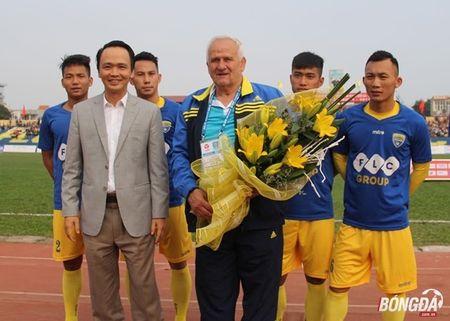 FLC Thanh Hoa: Khoang cach tu hien tuong den ung cu vien vo dich - Anh 1