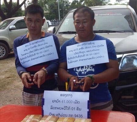 Bat gon 2 doi tuong van chuyen 40.000 vien ma tuy tong hop - Anh 1