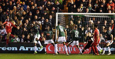 Lucas Leiva giai cuu Liverpool o Cup FA - Anh 2