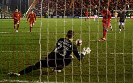 Lucas Leiva giai cuu Liverpool o Cup FA - Anh 3