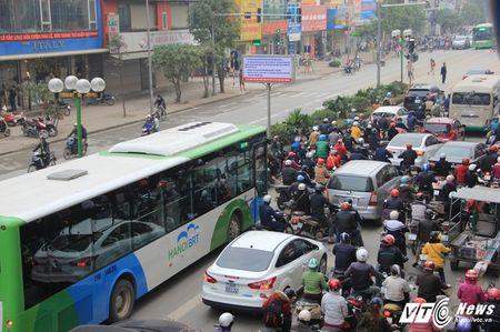 Mot so hang taxi co the chay tren tuyen buyt nhanh BRT - Anh 1
