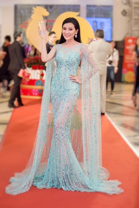 "Cao Thai Ha len ngoi ""Nu hoang hoi xuan 2017"" - Anh 1"