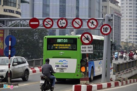 Ha Noi se cap phu hieu cho taxi chay tren tuyen buyt nhanh BRT - Anh 1