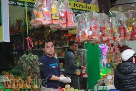 Hoa tuoi tang gia manh dip Tet ong Cong, ong Tao - Anh 1