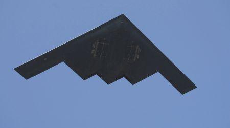 My tung may bay nem bom B-2 tieu diet hang chuc tay sung IS tai Libya - Anh 1