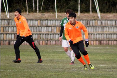 Xuan Truong sap sat canh cung dong doi cu cua Neymar - Anh 2