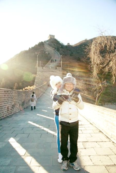 Ngoc Trinh da lam gi o Thuong Hai cung ban trai Hoang Kieu 72 tuoi? - Anh 8