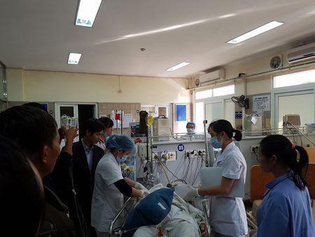 Canh bao: Can Tet Nguyen dan, 3 nguoi ton thuong noi tang, tu vong vi uong ruou que gia - Anh 1