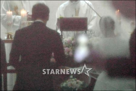 HOT: Kim Tae Hee dien vay ngan lam co dau xinh dep trong ngay cuoi - Anh 3