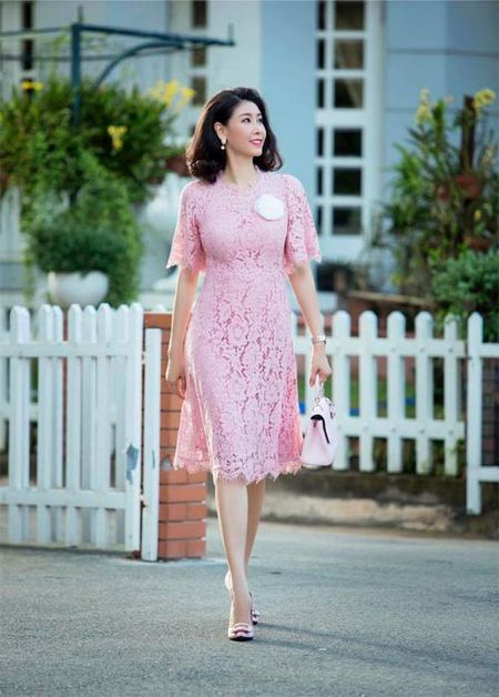 Sao Viet 24h qua: Hoa hau Mai Phuong Thuy tro tai lam banh troi moi ong ba - Anh 11