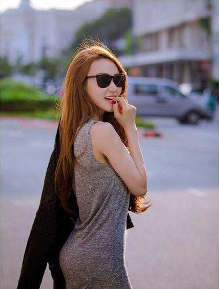 Sao Viet 24h qua: Hoa hau Mai Phuong Thuy tro tai lam banh troi moi ong ba - Anh 14