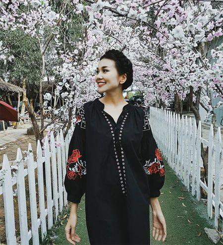 Sao Viet 24h qua: Hoa hau Mai Phuong Thuy tro tai lam banh troi moi ong ba - Anh 6