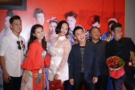 Chong Le Thuy an can cham soc vo tai su kien - Anh 7