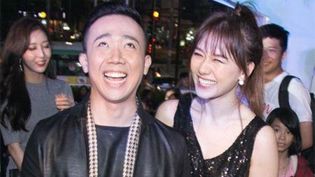 Clip: Mon qua Tran Thanh tang vo sau gan 1 thang ve chung mot nha - Anh 1