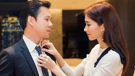 HH Thu Thao hanh phuc den roi le, hon ban trai trong tiec sinh nhat - Anh 2