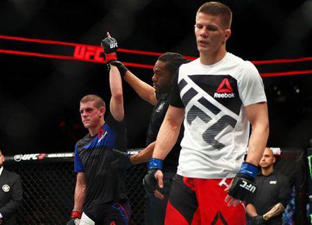 UFC: Vo si gay soc, thang nhung nhat dinh nhan thua - Anh 1