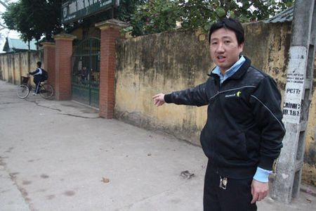 Ha Noi: Xuat hien doi tuong la du do cho keo va hua dua tre di an nha hang - Anh 2