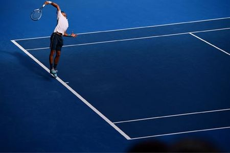 "Australian Open: Bi loai soc Djokovic ""cui dau"" nhan thua - Anh 1"