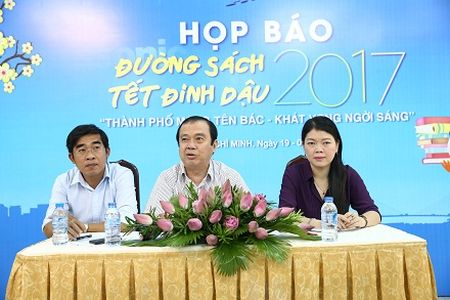 "Le hoi duong sach Tet Dinh Dau 2017: ""Thanh pho mang ten Bac - Khat vong ngoi sang"" - Anh 1"