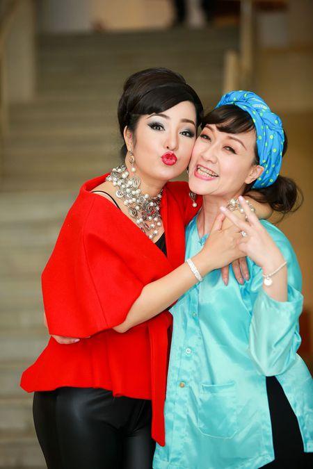 Thuy Nga, Tu Long khac la, vui nhon trong hau truong Gala cuoi 2017 - Anh 8