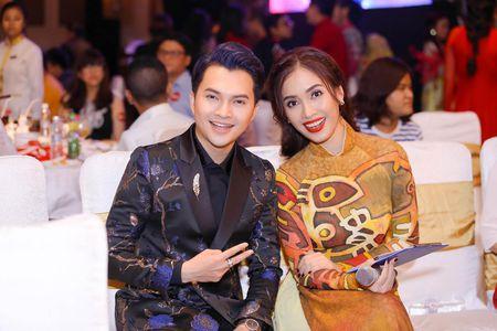 Ai Phuong rang ro ben dan sao Viet tai hoi xuan van nghe si 2017 - Anh 5