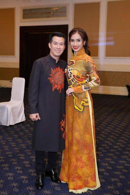 Ai Phuong rang ro ben dan sao Viet tai hoi xuan van nghe si 2017 - Anh 9