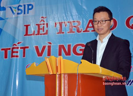 VSIP Nghe An trao tang gan 300 suat qua cho ho ngheo o huyen Hung Nguyen - Anh 1