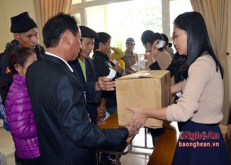 VSIP Nghe An trao tang gan 300 suat qua cho ho ngheo o huyen Hung Nguyen - Anh 3