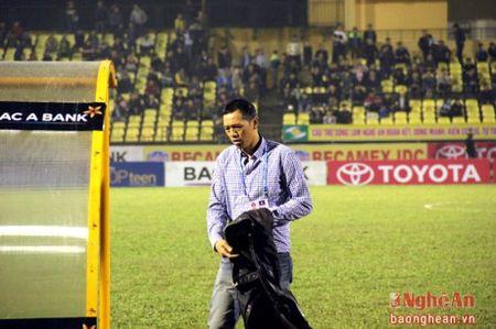 HLV truong Nguyen Duc Thang cho rang SLNA da thieu may man. - Anh 2
