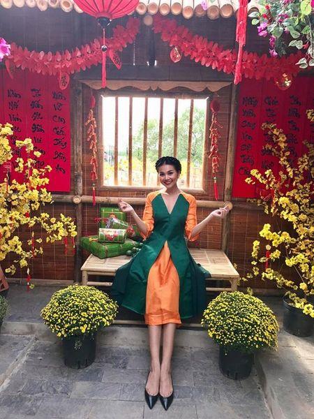 Thanh Hang 'ngung nguay' trong thiet ke ao dai dang yeu muon xiu! - Anh 1