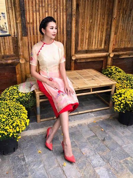 Thanh Hang 'ngung nguay' trong thiet ke ao dai dang yeu muon xiu! - Anh 2