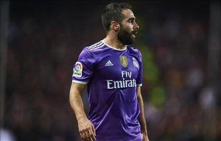 Real Madrid mat Dani Carvajal dai han - Anh 1