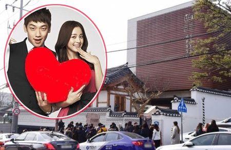 Fan bu den xum do ngoai le cuoi cua Bi Rain va Kim Tae Hee - Anh 1