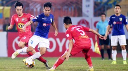 Doi FLC Thanh Hoa giu vung ngoi dau V-League Toyota 2017 - Anh 1
