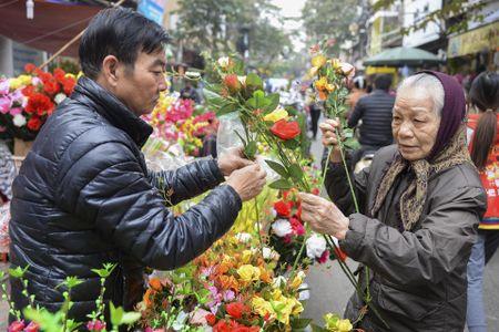 Cho hoa pho co Ha thanh nhon nhip truoc ngay Tao quan - Anh 18