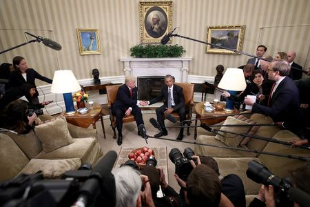 9 khoanh khac lich su cua Obama trong 10 nam qua - Anh 9