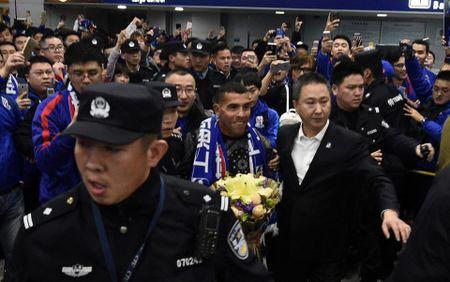 Fan Trung Quoc nhiet liet don bom tan Tevez - Anh 3