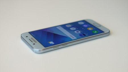 Samsung Galaxy A3 (2017) – Nhung nang cap dang luu y - Anh 2