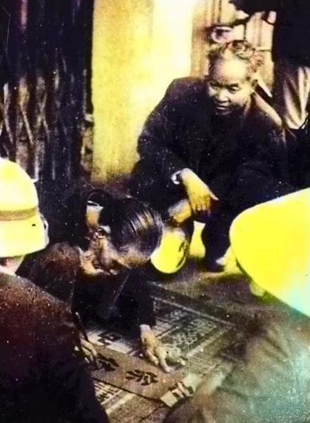 Con trai danh hoa Bui Xuan Phai cong bo anh quy ve Vu Dinh Lien ben 'ong do gia' - Anh 1
