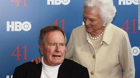 Ca hai vo chong George H.W. Bush nhap vien - Anh 1