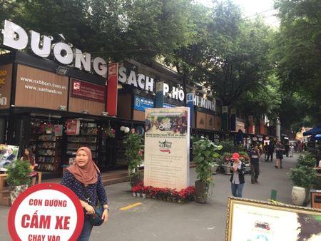 Duong sach TP HCM: Net doc dao cua thanh pho mang ten Bac - Anh 1