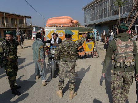 Ong Trump nhan manh tam quan trong cua quan he My-Afghanistan - Anh 1