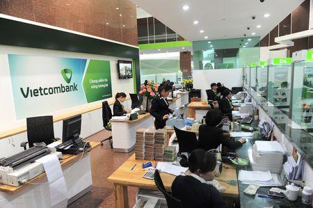 Vietcombank cam ket ap dung lai suat cho vay thap hon mat bang chung - Anh 1