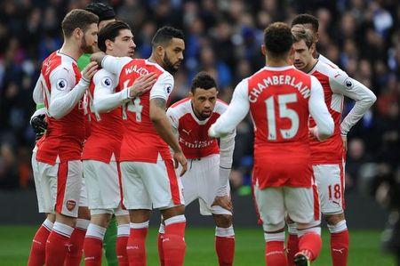 Cau thu Arsenal to chuc hop khan truoc chang tourmalet - Anh 2