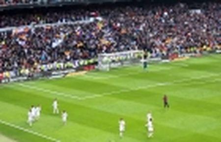 Thu han chong chat, Perez vui dap tham vong cua Barca - Anh 5