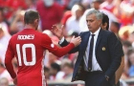 Diem tin chieu 10/02: Rooney dua Mourinho 'len may'; Sang to moi quan he Conte - Costa - Anh 4