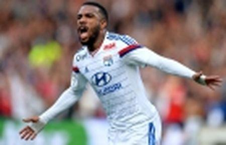 'Sao la' Serie A khien 4 dai gia chau Au phat cuong - Anh 4